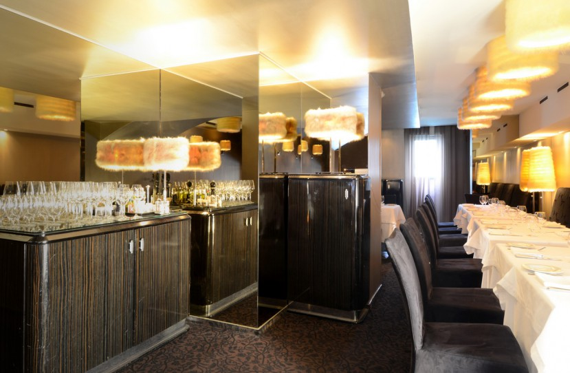 Veres Péter belsőépítész tervei alapján kivitelezett éttermi bútorok.