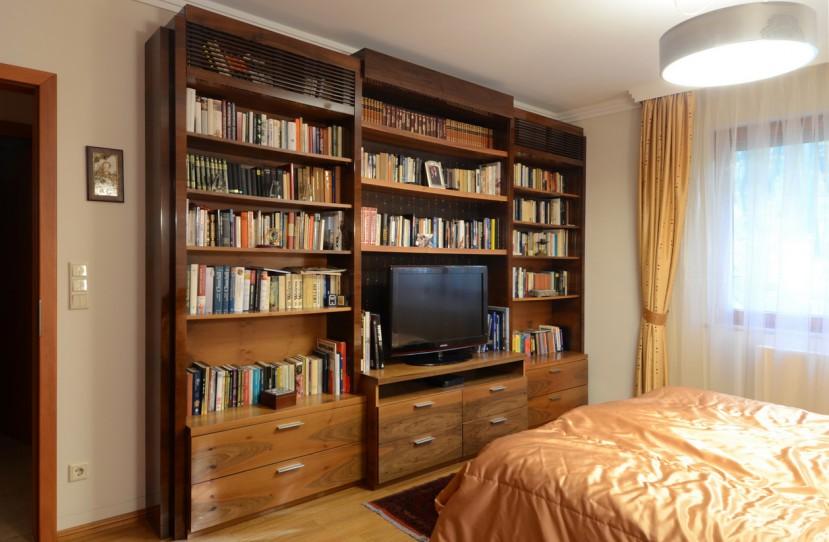 Egyedi könyvespolc és TV bútor.