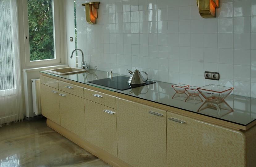 Veres Péter belsőépítész tervei alapján elkészült konyhabútor.