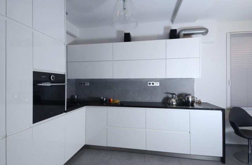 Veres Péter belsőépítész tervei alapján elkészült konyha.