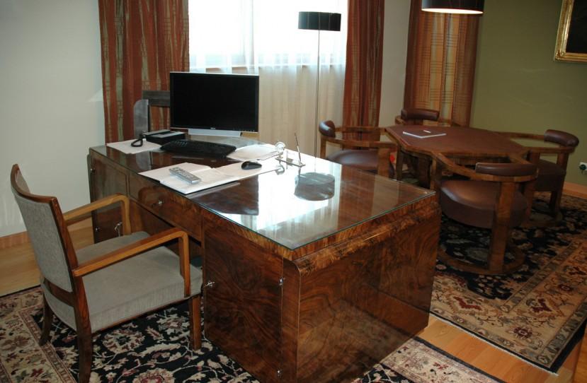 Különleges irodai bútor tervezés.