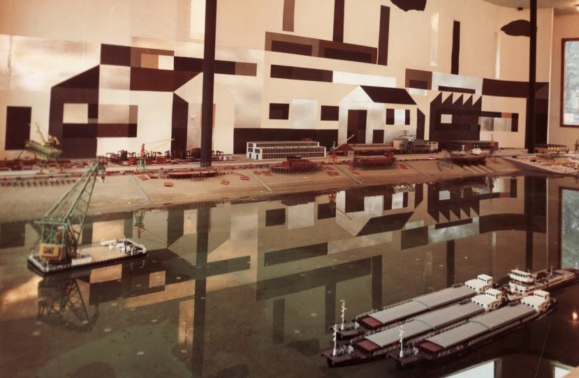 Veres Lajos belsőépítész, formatervező érdemes művész különböző munkái.