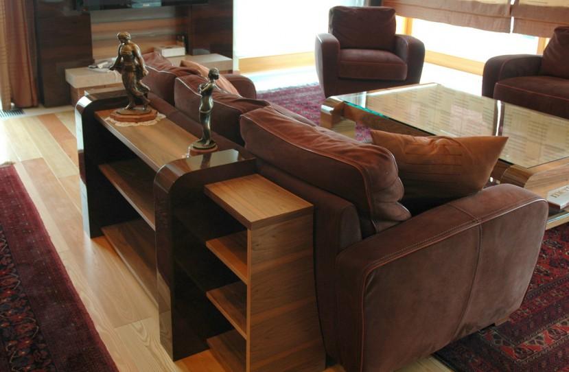 Ülőgarnitúrát kiegészítő különleges bútor.