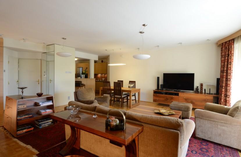 Veres Péter belsőépítész tervei alapján elkészült nappali bútorok.