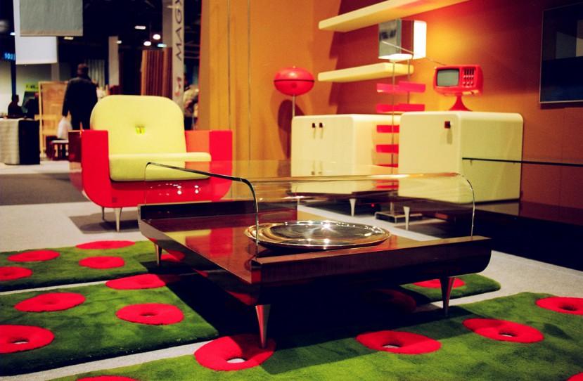 Retro stílusú nappali ülőgarnitúra és bútorok.